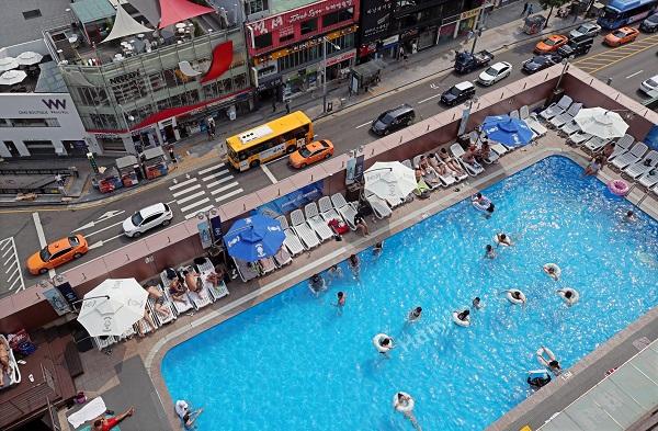 정부가 여름 휴가철을 맞아 숙박시설과 물놀이 시설 등에 대한 방역을 강화한다.(사진=저작권자(c) 연합뉴스, 무단 전재-재배포 금지)