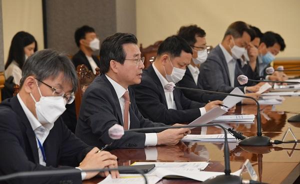 김용범 기획재정부 차관이 7월 15일 서울 중구 은행회관에서 열린 '거시경제 금융회의'를 주재, 모두발언을 하고 있다. (사진=기획재정부)