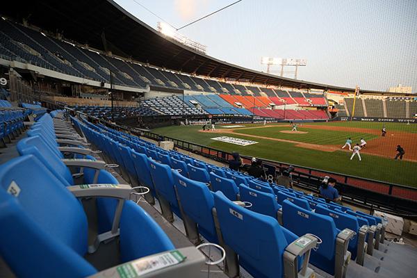 지난 6월 28일 서울 잠실야구장에서 2020 프로야구 두산과 NC의 경기가 무관중으로 열리고 있다. (사진=저작권자(c) 연합뉴스, 무단 전재-재배포 금지)