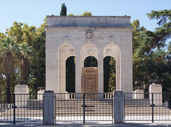 1849년과 1870년 로마전투에서 희생된 통일군의 유골이 안치된 기념비.