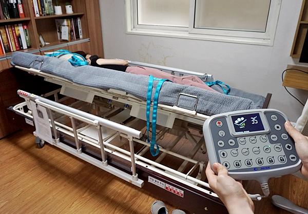 침대의 기울기는 욕창방지 와 이동 등에 유용하다.