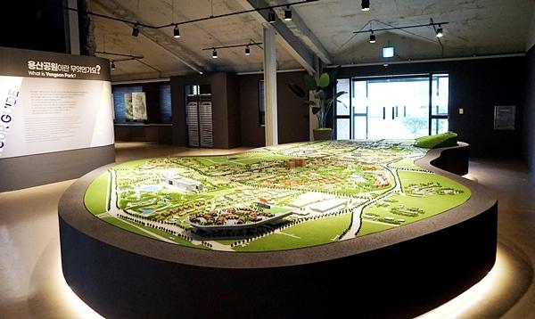 모형을 통해 용산공원 과 인근 전체를 한 눈에 파악할 수 있다.