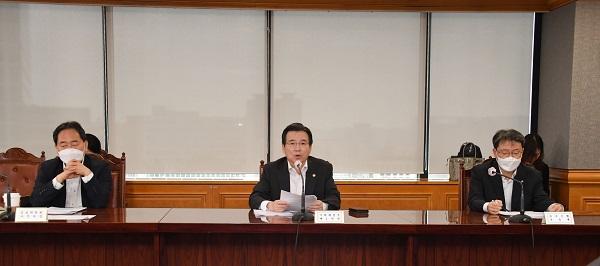 김용범 기획재정부 차관이 8월 4일 서울 중구 은행회관에서 열린 '거시경제 금융회의'를 주재, 모두발언을 하고 있다. (사진=기획재정부)