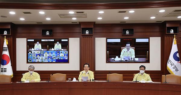 정세균 국무총리가 5일 정부서울청사에서 열린 코로나19 중대본 회의에서 발언하고 있다.