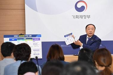 """홍 부총리 """"공공재건축도 사업성 보장…8∼9월 중 선도사업지 발굴"""""""