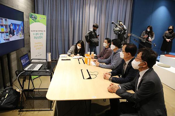 지난 4월 코엑스에서 열린 화상상담회에 강성천 중소벤처기업부 차관이 화상상담회를 참여하고 있다.(사진=중소벤처기업부)