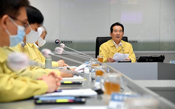 정세균 국무총리가 12일 정부서울청사에서 열린 중대본 회의에서 발언하고 있다.