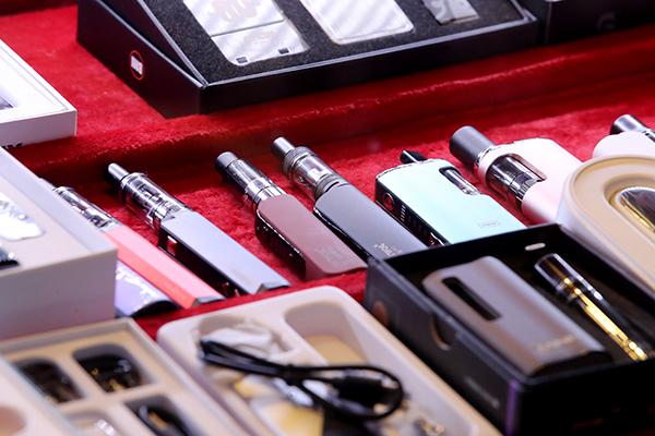서울 시내의 한 전자담배 가게에 액상형 전자담배가 진열돼있다. (사진=저작권자(c) 연합뉴스, 무단 전재-재배포 금지)
