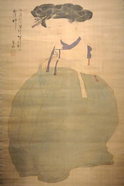 대표적인 조선의 미인을 그린 신윤복의 미인도 앞에서는 발걸음이 떨어지지 않는다.