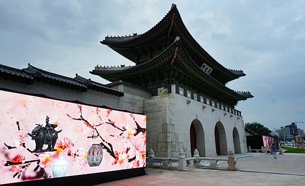 문화재와 함께 디지털이 조화를 이뤄 더 근사하다.