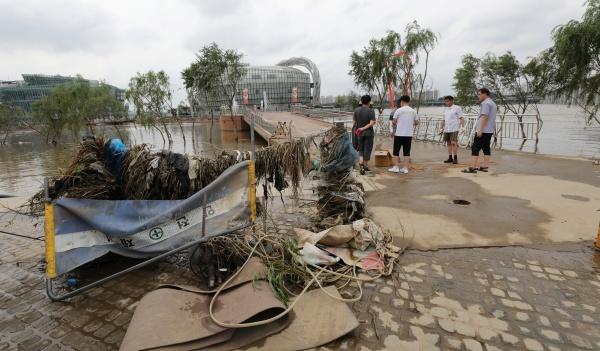 한강공원을 휩쓸었던 장마.(사진=저작권자(c) 뉴스1, 무단 전재-재배포 금지)