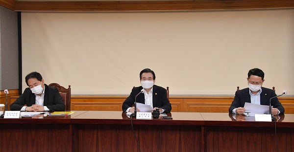김용범 기획재정부 차관이 8월 25일 서울 중구 은행회관에서 열린 '거시경제 금융회의'를 주재, 모두발언을 하고 있다.(사진=기획재정부)