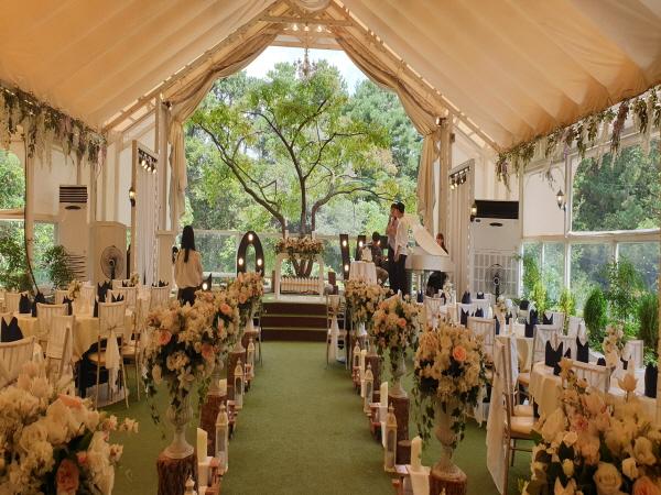 신랑신부측 각 50인 이하의 하객만 초대한 열린 결혼식이 대세로 자리잡고 있다.