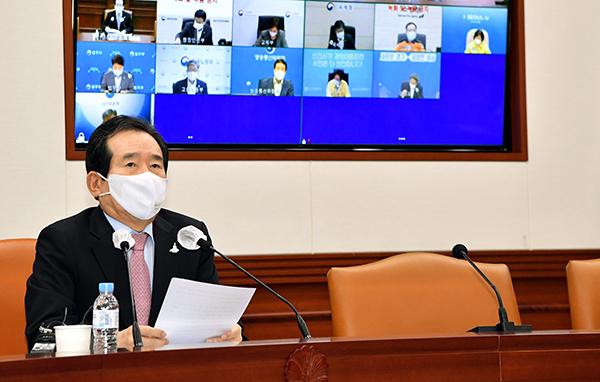 정세균 국무총리가 26일 서울 세종로 정부서울청사에서 열린 의료계 집단행동 긴급대책회의를 주재하고 있다.