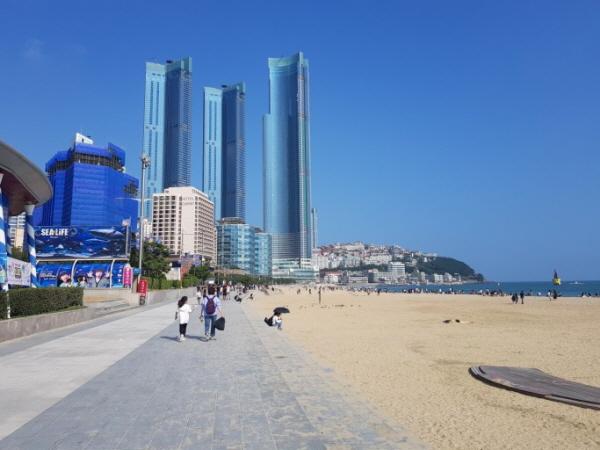 부산을 대표하는 관광지 중 하나인 해운대 해수욕장