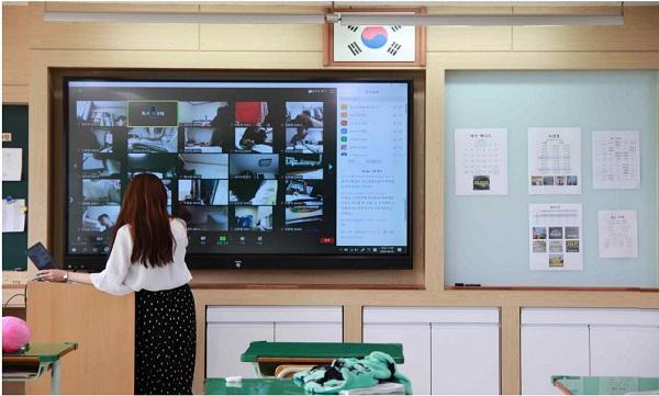 사곡고등학교는 코로나 기간에도 실시간 쌍방향 수업을 진행하고 있다.