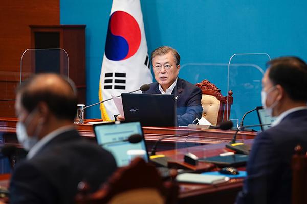 문재인 대통령이 31일 청와대에서 수석·보좌관 회의를 주재하고 있다. (사진=청와대)
