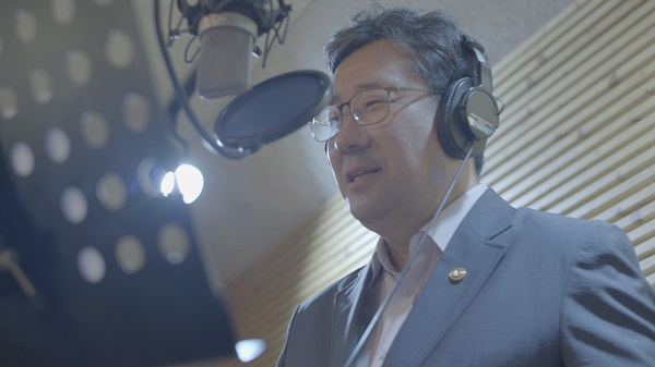 '문화는 위로입니다' 영상 광고 목소리 녹음에 참여한 박양우 문화체육관광부 장관