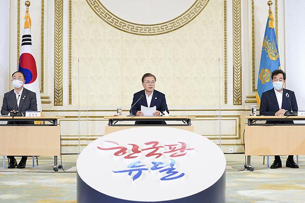 문재인 대통령이 3일 오전 청와대에서 제1차 한국판 뉴딜 전략회의를 주재하고 있다. (사진=청와대)