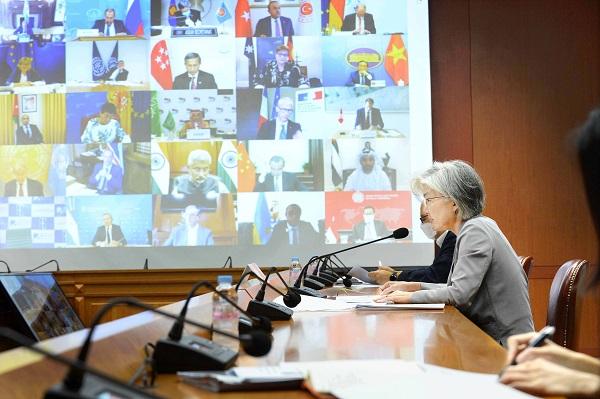 3일 밤 화상으로 열린 G20특별외교장관화의에 참석한 강경화 외교 장관.