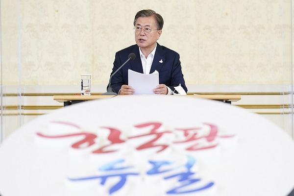 문재인 대통령이 3일 오전 청와대 영빈관에서 제1차 한국판 뉴딜 전략회의를 주재하고 있다.(사진=청와대)