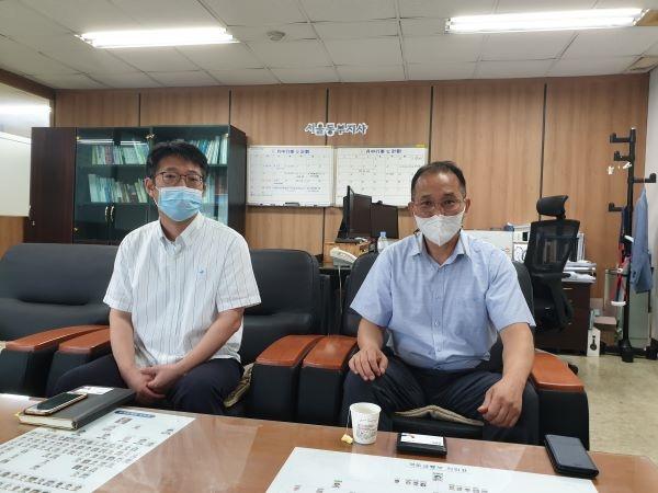사진의 왼쪽부터 한준희 부장, 조주현 지사장.