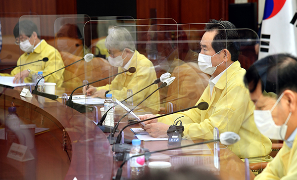 정세균 국무총리가 11일 정부서울청사에서 열린 코로나19 중대본 회의에서 발언하고 있다.