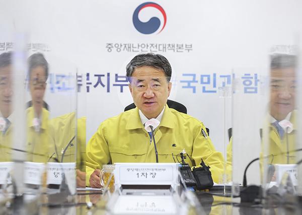 """박능후 복지부 장관 """"확산세 꺾이지 않아…거리두기 실천해야"""""""
