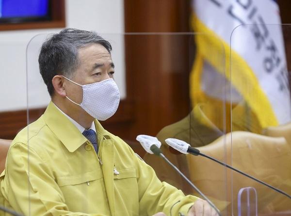 박능후 중앙재난안전대책본부 1차장(보건복지부 장관)이 코로나19 중대본 회의를 주재하고 있다.(사진=보건복지부)