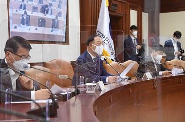 """홍 부총리 """"중기 2분기 온라인 수출 129% ↑…가속 지원"""""""