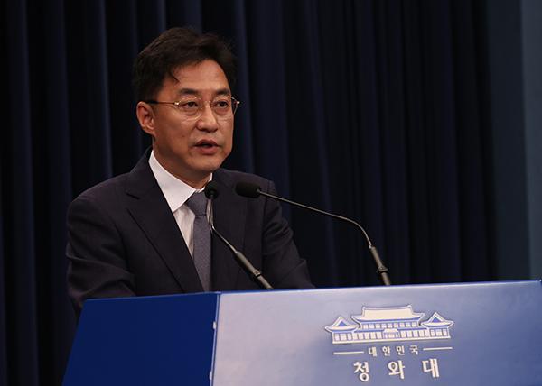 브리핑하는 강민석 청와대 대변인. (사진=저작권자(c) 연합뉴스, 무단 전재-재배포 금지)