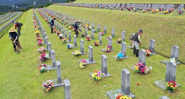 추석 연휴 전국 11개 국립묘지 문 닫는다…온라인 참배 전환