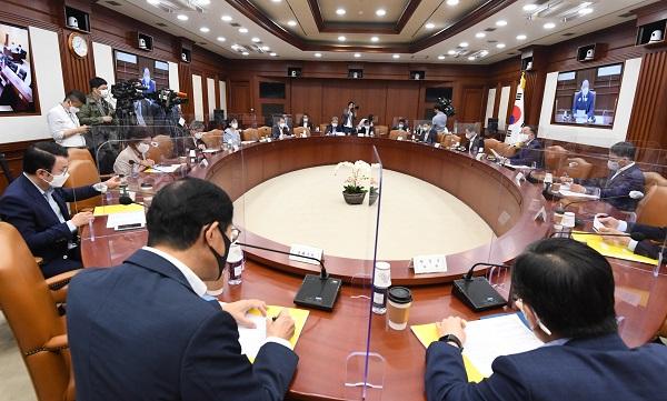 정부가 그린바이오 5대 유망산업 규모를 2030년까지 2배 이상으로 키우는 '그린바이오 융합형 신산업 육성방안'을 21일 발표했다. (사진=기획재정부)