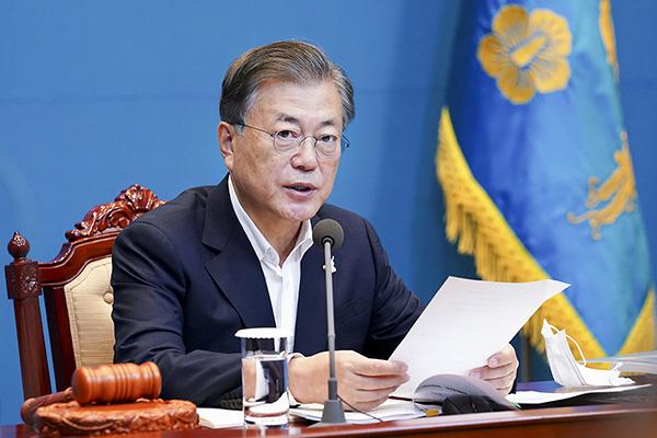 문재인 대통령이 22일 오전 청와대에서 열린 영상 국무회의를 주재하며 발언하고 있다. (사진=청와대)