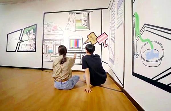 브이로그로 본 미술은 방안에서 편하게 작품을 가까이 감상할 수 있다.