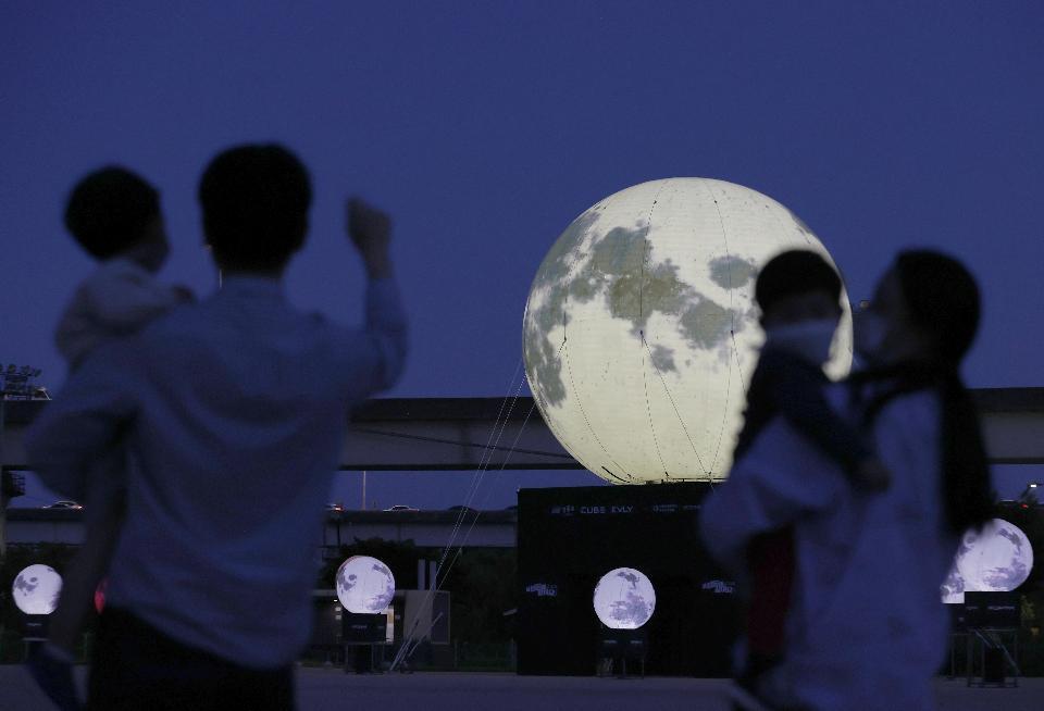 보름달 보며 무슨 소원 빌까?