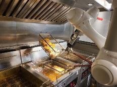 로봇이 튀겨내는 치킨은 무슨 맛?