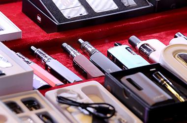 액상형 전자담배 일부 성분 '독성' 확인…사용중단 권고 유지