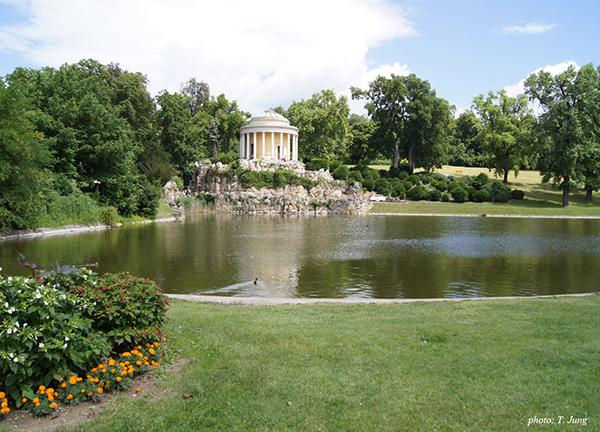에스테르하지 궁의 정원. 리스트의 아버지는 에스테르하지 가문 영지에서 일했다.