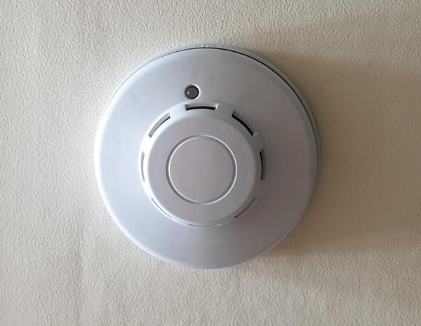 화재경보기는 불이 나면 빠른 발견과 대피로 인명피해를 줄일 수 있는 장치다.