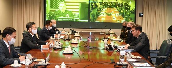 서욱 국방장관과 마크 에스퍼 미 국방장관이 14일(현지시간) 미 워싱턴DC 인근 미 국방부 청사에서 열린 제52차 한미안보협의회의(SCM)를 진행하고 있다. (사진=국방부)