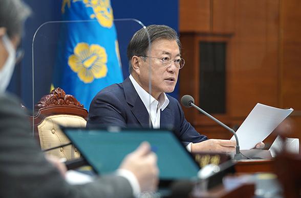 """문 대통령 """"코로나 위기대응, 사회적 약자 보호에 중점 둬야"""""""