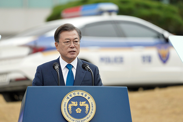 문재인 대통령이 21일 충남 아산시 경찰인재개발원에서 열린 제75주년 경찰의 날 기념식에서 기념사를 하고 있다. (사진=청와대)