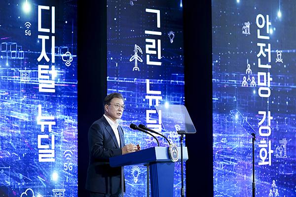 문재인 대통령이 22일 오후 인천 송도의 스마트시티 통합운영센터에서 열린 '한국판 뉴딜 연계 스마트시티 추진전략 보고대회'에서 발언하고 있다. (사진=청와대)