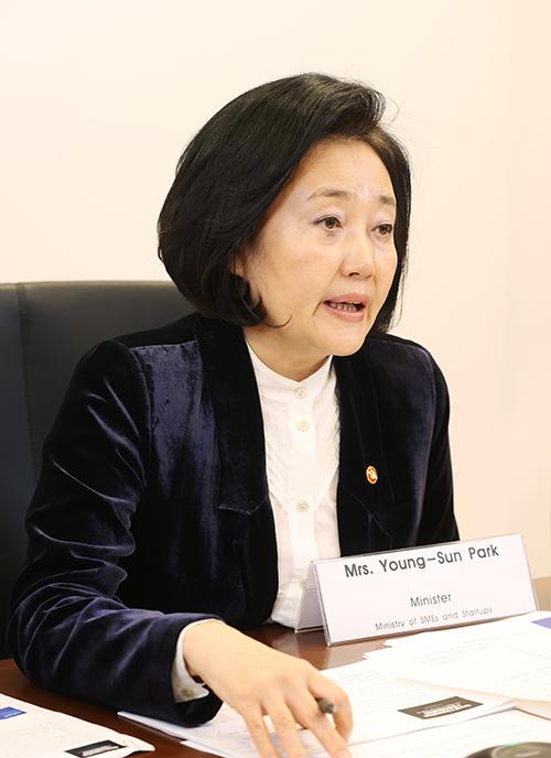 박영선 중소벤처기업부 장관이 23일 화상으로 개최된 아시아태평양경제협력체(APEC) 중소기업 장관회의에 참석해 발언하고 있다.(사진=중소벤처기업부)