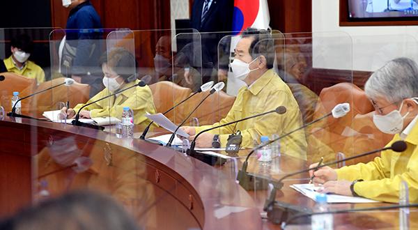 정세균 국무총리가 23일 정부서울청사에서 열린 코로나19 중대본 회의를 주재하고 있다.