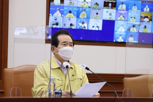 정세균 국무총리가 25일 정부서울청사에서 열린 코로나19 중대본 회의에서 발언하고 있다.