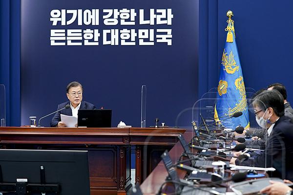 문재인 대통령이 26일 청와대에서 수석·보좌관 회의를 주재하고 있다. (사진=청와대)