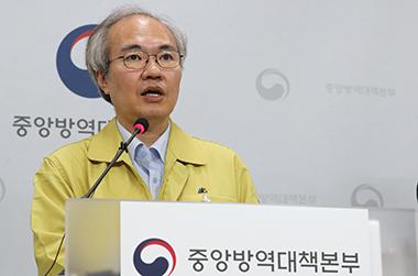 """방역당국 """"코로나19 일정수준 억제·관리…폭발 가능성은 상존"""""""