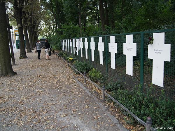 동독을 탈출하다가 목숨을 잃은 영혼을 기리는 하얀 십자가들.